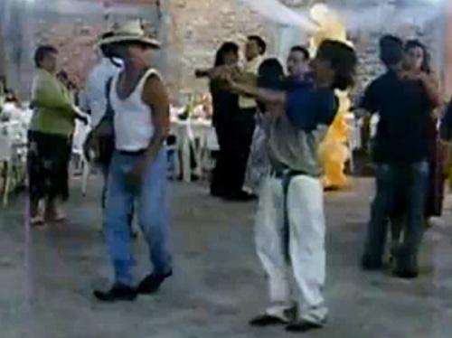 fiesta escolta bailando